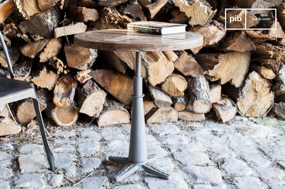 De ronde tafel Merritt is een mooi exemplaar van typische industriële meubels