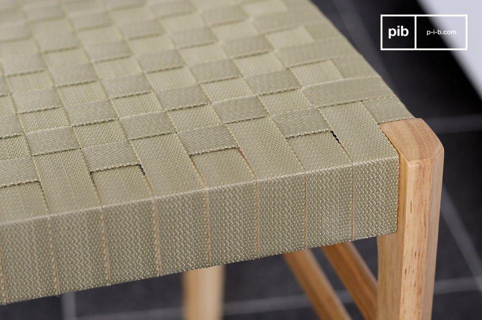 De Samoth stoel heeft een prachtig ontwerp en is geschikt voor elke interieurstijl