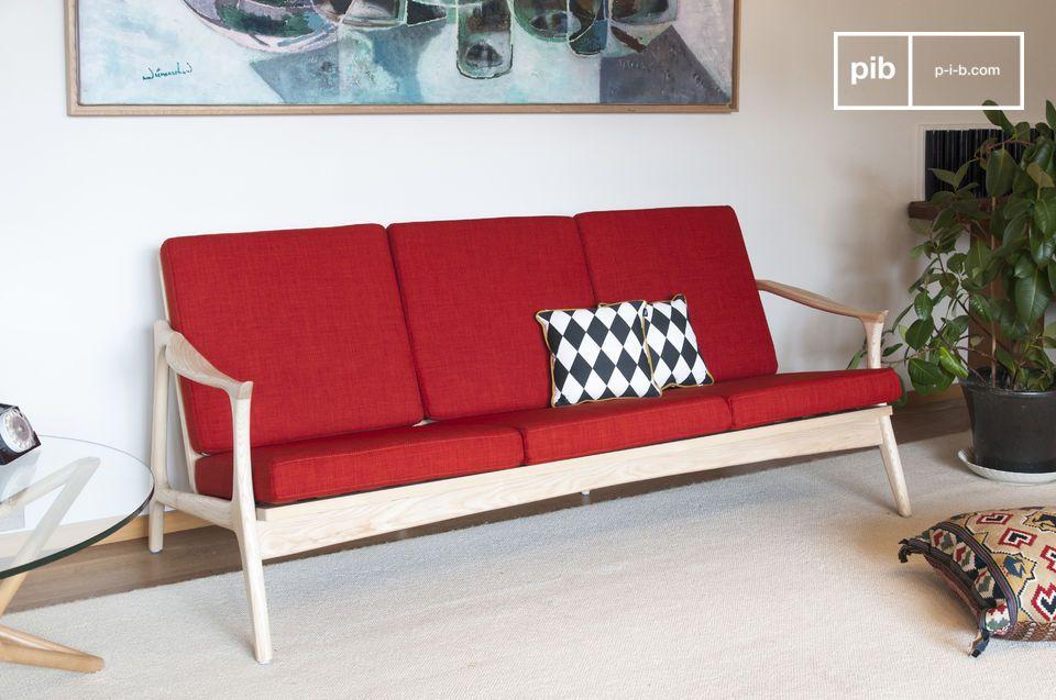 De kleurrijke elegantie van een grote Scandinavische bank in hout en textiel