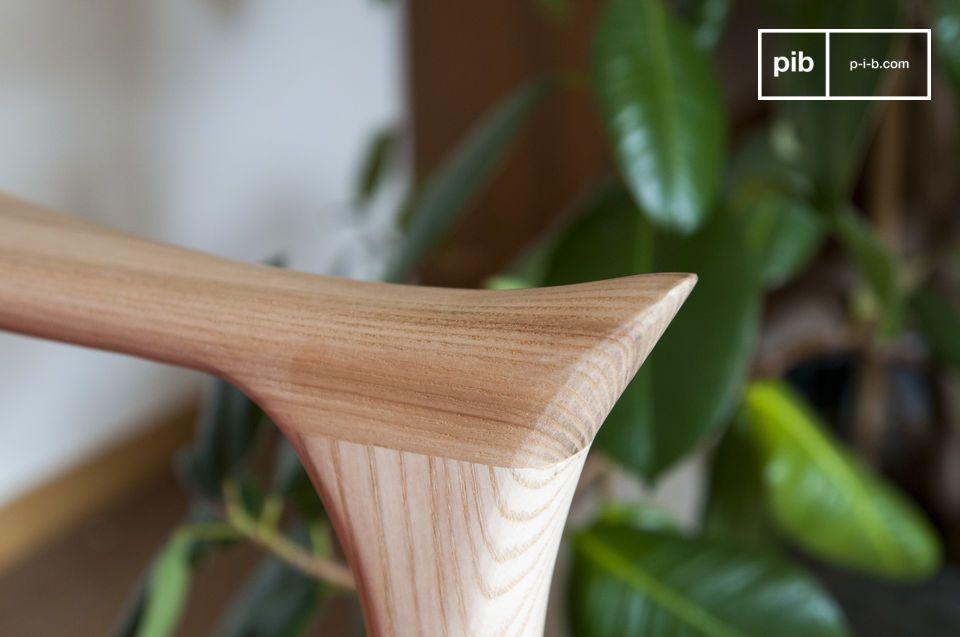 In massief essen biedt de lichte houtconstructie een zorgvuldig kastwerk