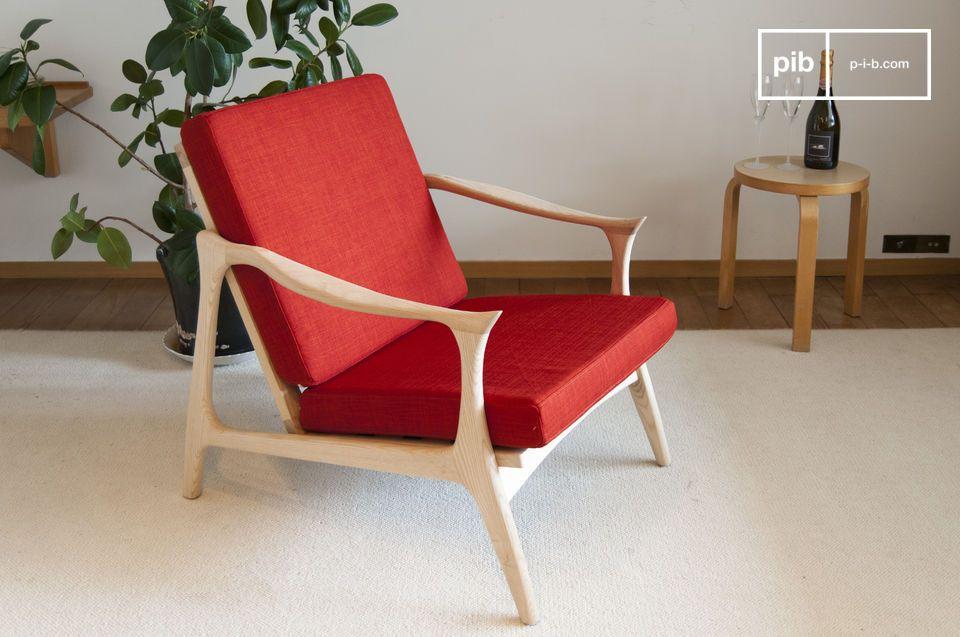 Een rode fauteuil vermiljoen met Scandinavische charme