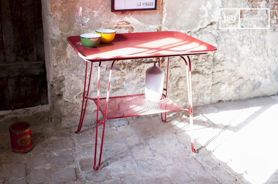 Een charmante en kleurrijke vintage tafel