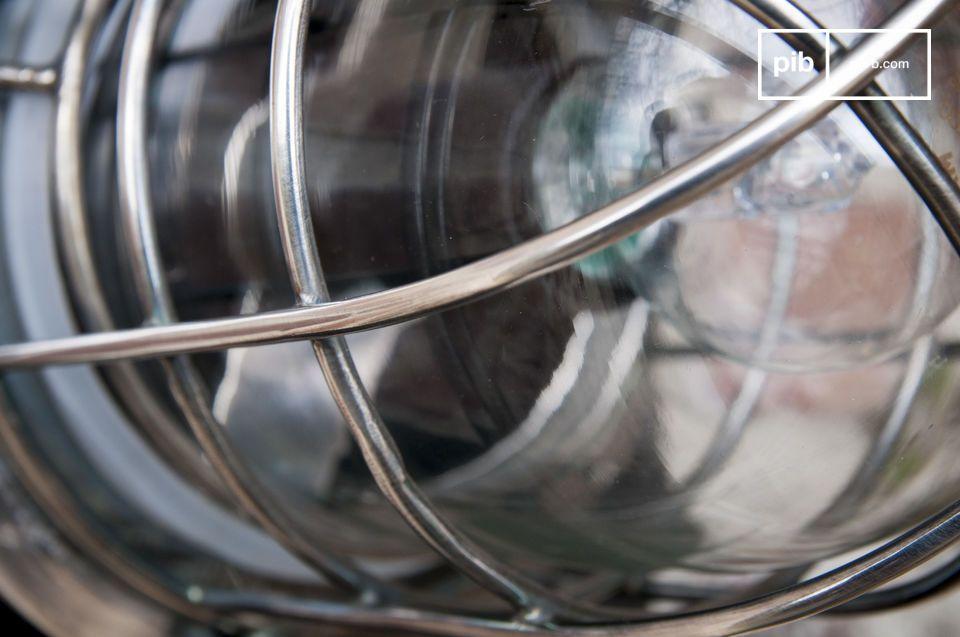 Gemaakt van messing bedekt met een gelakte zilverkleurige afwerking