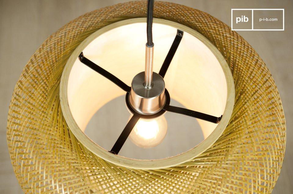 Deze elegante lamp heeft een frisse en lichte sfeer door de fijn-geweven bamboe strengen