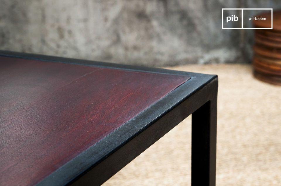 De combinatie van het tafelblad en de metalen basis zorgen voor een mooi retro-chic resultaat