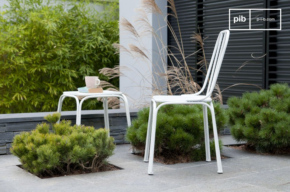 Plaats de Sollävik stoel naast een bureau of om de eettafel