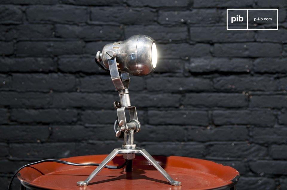 Deze lamp is ontworpen met een industriële vintage stijl met zijn ronde vorm