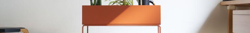 Benadrukte materialen Staande plantenbak in bruin gekleurd metaal
