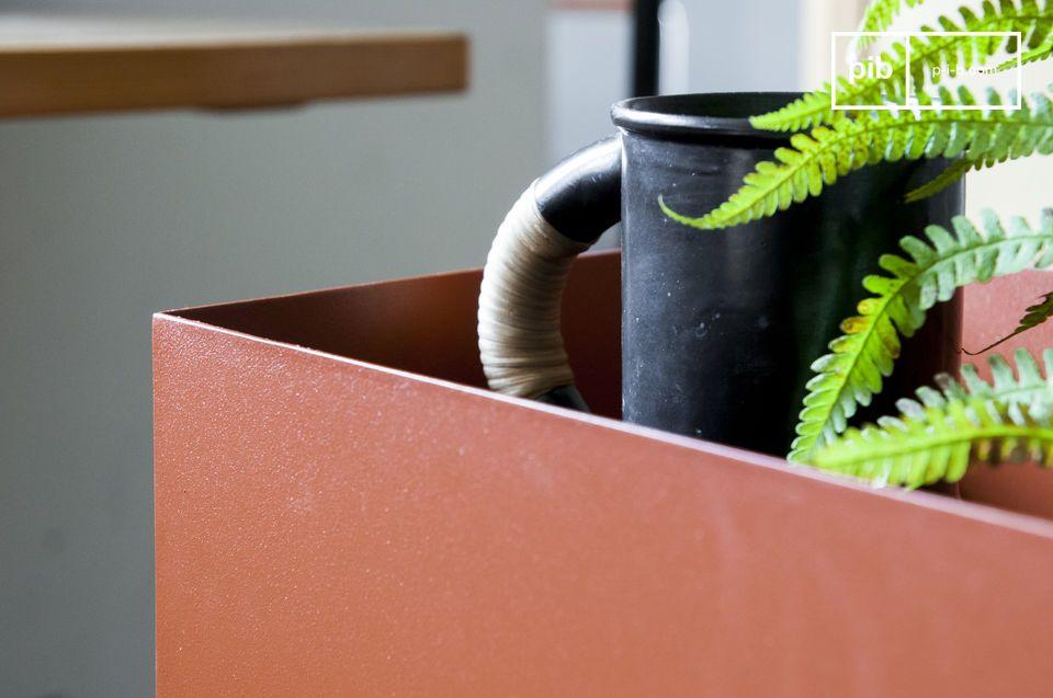 Deze plantenbak speelt in op vormen door zijn harmonische gebogen lijnen aan de onderkant