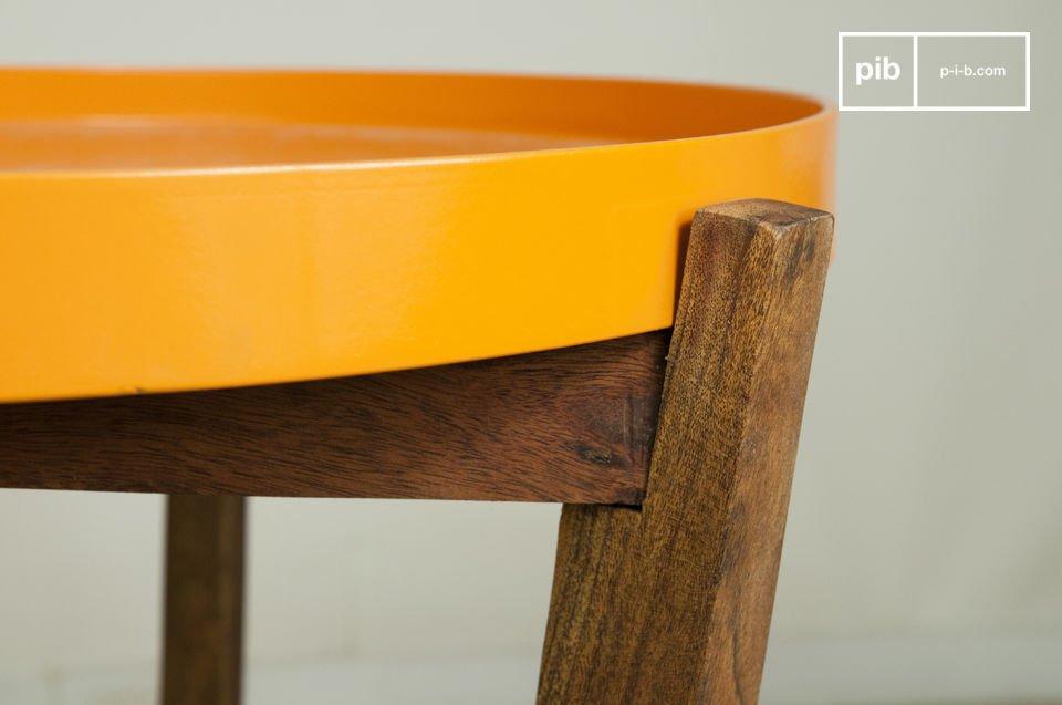 Het bovenblad kan worden verijderd zodat je in een keer alle glazen en koffiekopjes naar de keuken