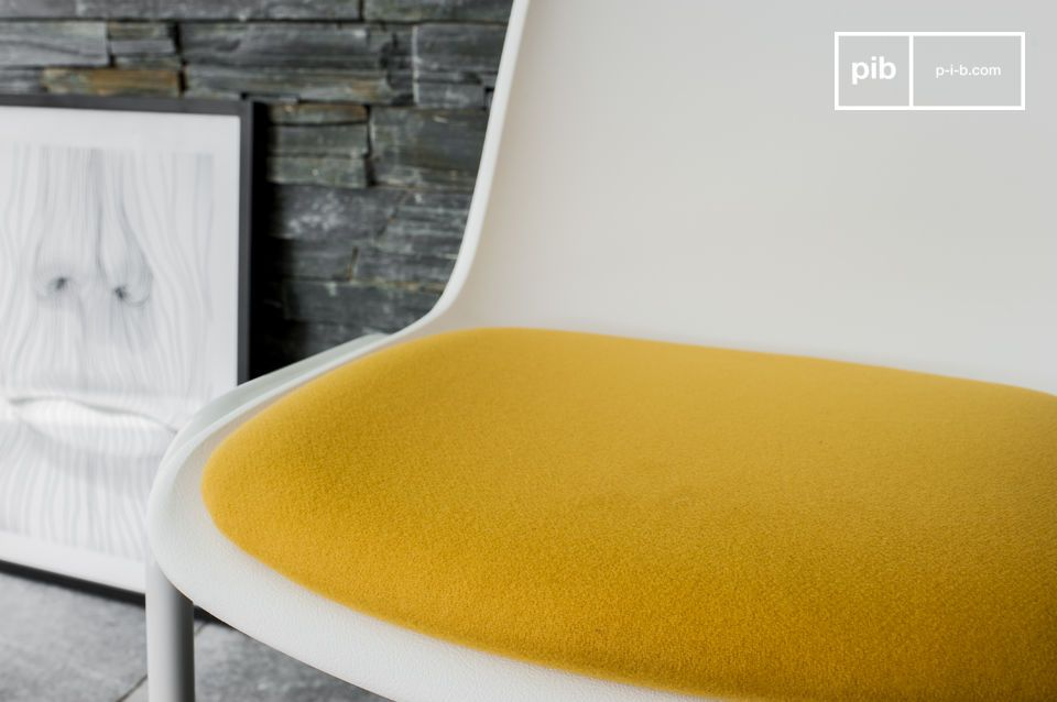 Een retro design stoel voor een vleugje felle kleur