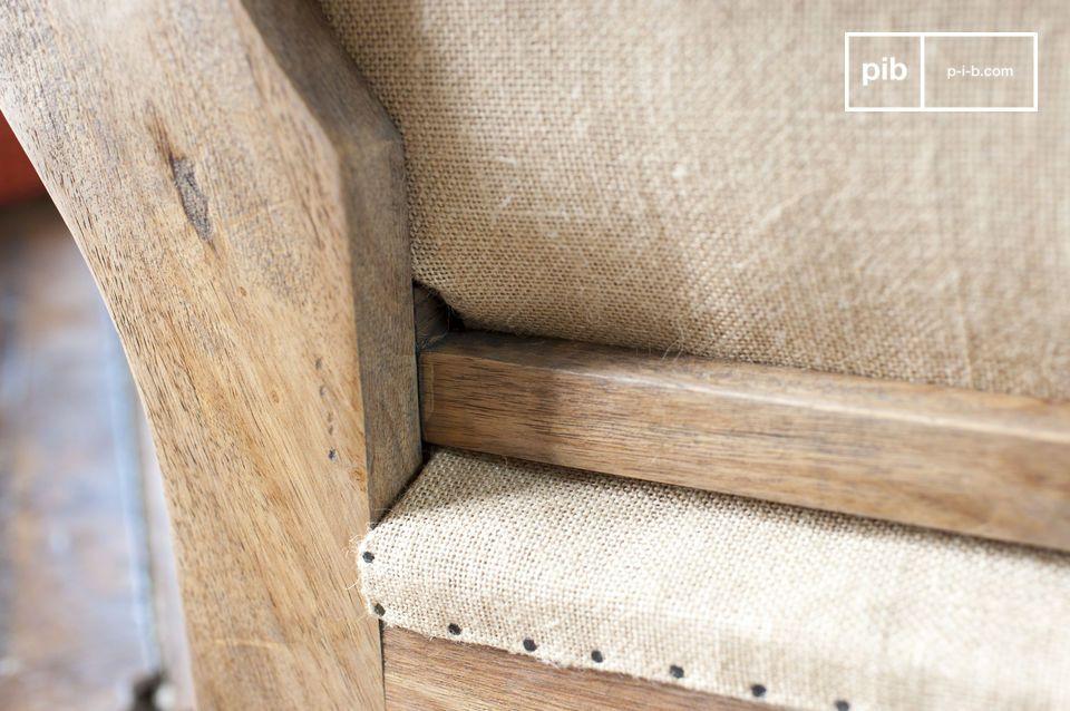 Wat betreft de structuur of de zitting, zijn de afwerking van deze stoel zorgvuldig gemaakt