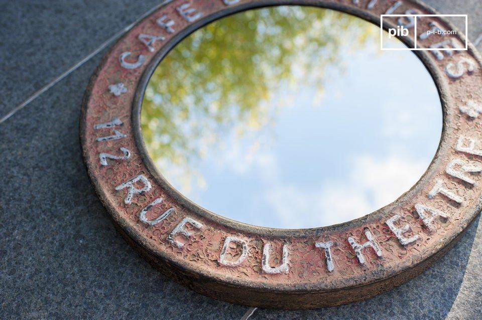 Maak je kamer af met deze Street Theatre spiegel en voeg een vintage industriële touch toe aan je