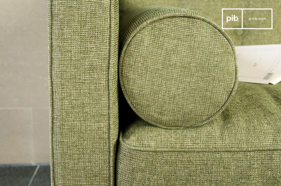 Deze bank is perfect in een retro interieur of in een modern interieur met design meubels