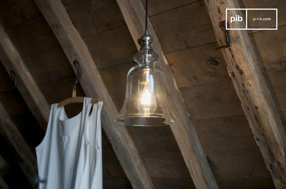 De Sweet Bell glazen hanglamp toont curven en rondingen voor een poëtische weergave