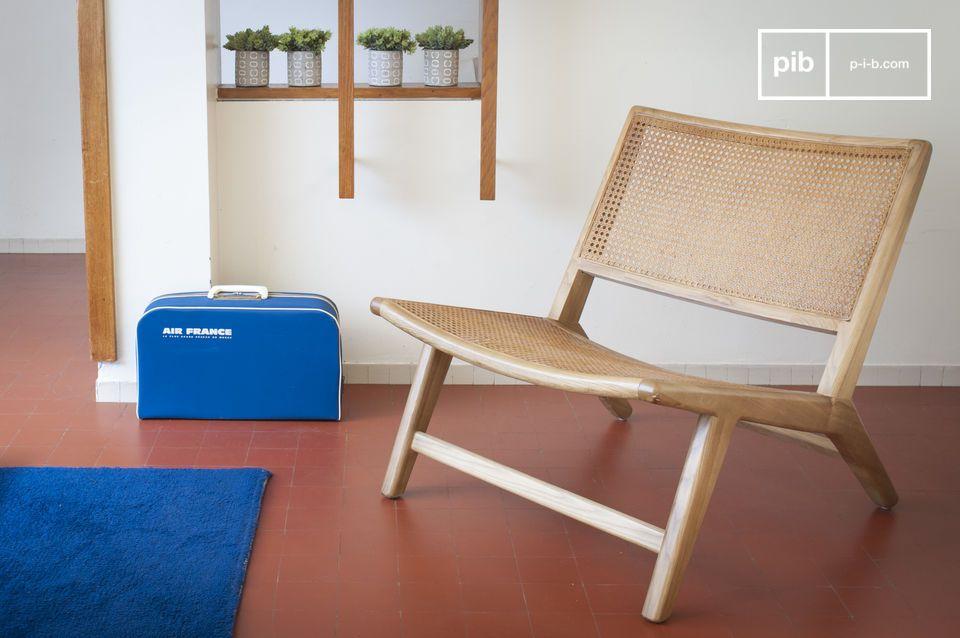 Scandinavische fauteuil met natuurlijke uitstraling in riet en massief eiken
