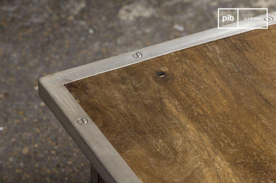 Industriële en praktische salontafel