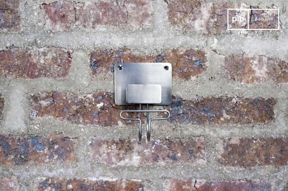 Simpele metalen haak om een vintage touch toe te voegen aan je muur