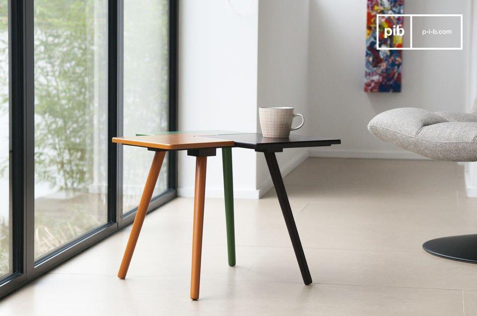 Hoewel het lijkt alsof de tafel drie afzonderlijke elementen bevat, is er maar een tafelblad met een groen, bruin en oranje deel