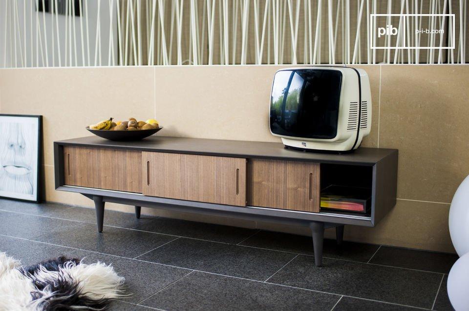 De mat bruine kleur biedt een prachtig contrast tegen de eiken schuifdeuren waar je audiovisueel