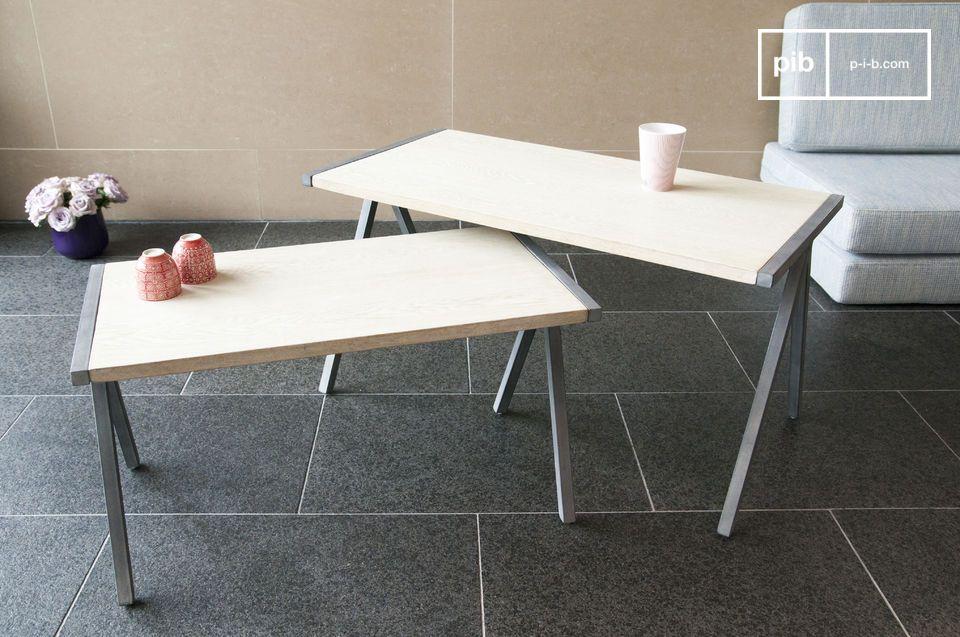 De Arlanda salontafel is een betoverend voorbeeld van de combinatie van massief hout en metaal