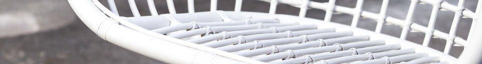 Benadrukte materialen Valkönen hangstoel
