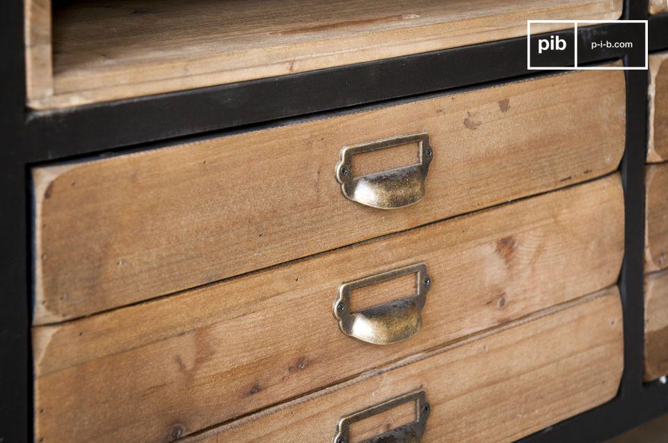 De Van Ness dressoir is een typisch meubelstuk dat is geïnspireerd door oude werkplekken uit de