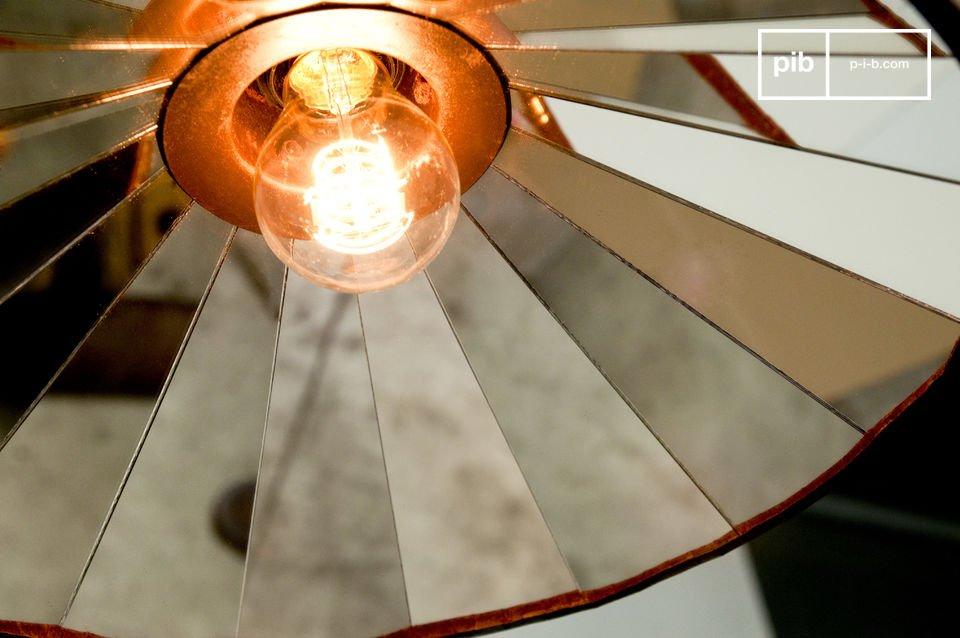 Een heldere plafondlamp