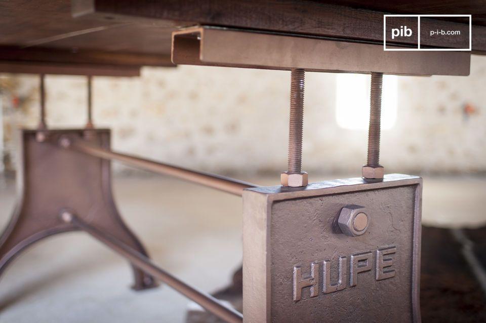 Deze tafel in industriële stijl is origineel en wordt gekenmerkt door extreem harmonische