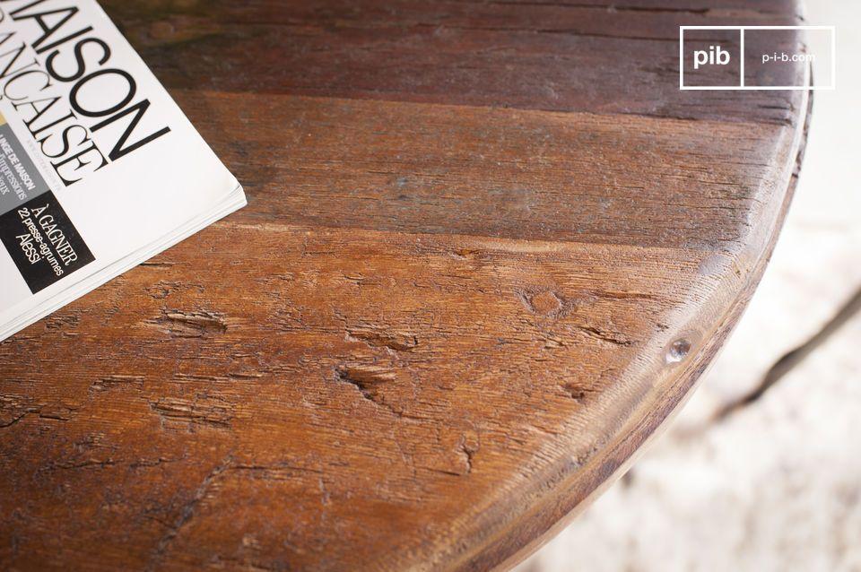 De Verstelbare teakhouten bistrotafel Salvage heeft een opmerkelijk rond blad