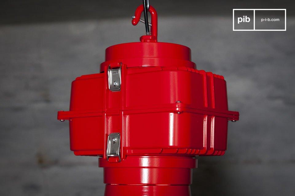 Een grote industriële lamp in XXL-formaat