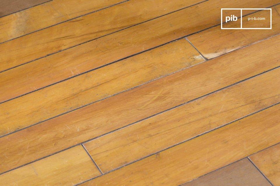 Bijzettafeltje of compacte salontafel, gemaakt van oude houten vloeren