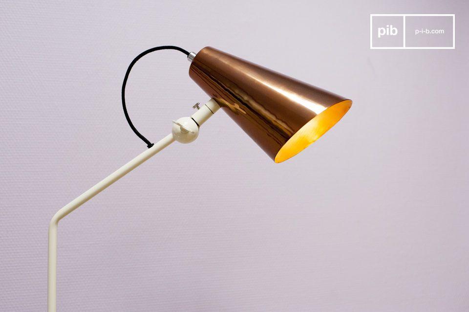 Designlamp met koperachtige schaduw en retro accenten