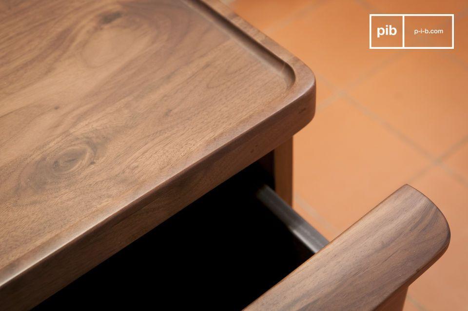Het meubilair vertoont de uitzonderlijkste mooie afwerkingen