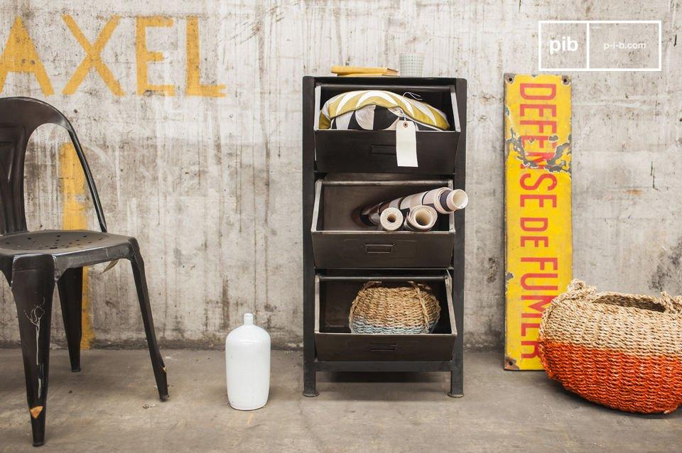 Heb je meer opbergruimte nodig? Gebruik dan een industrieel meubelstuk zoals de metalen Warhos