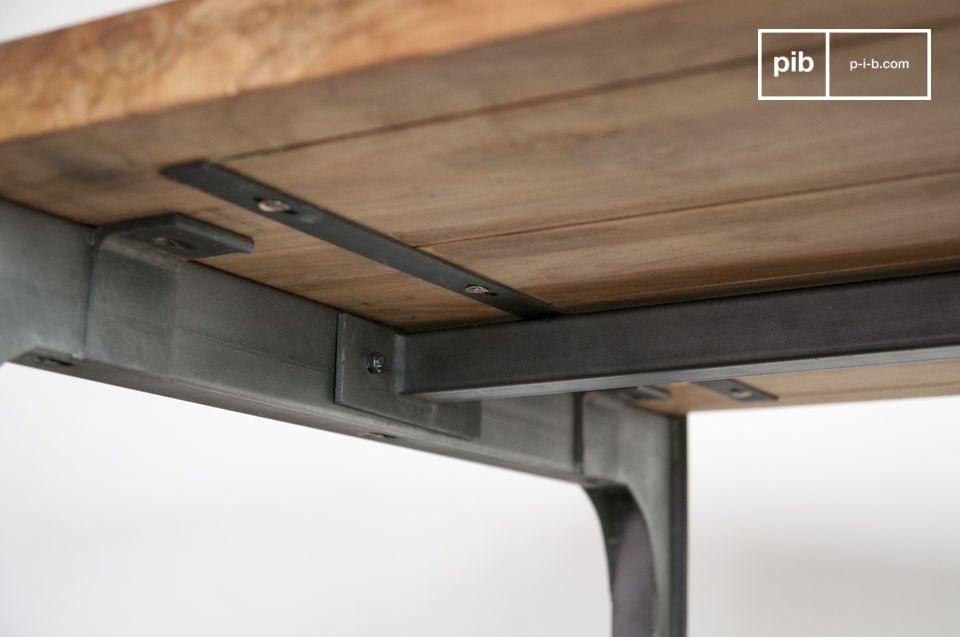 Gezelligheid aan  een hoge esthetische en solide teak tafel
