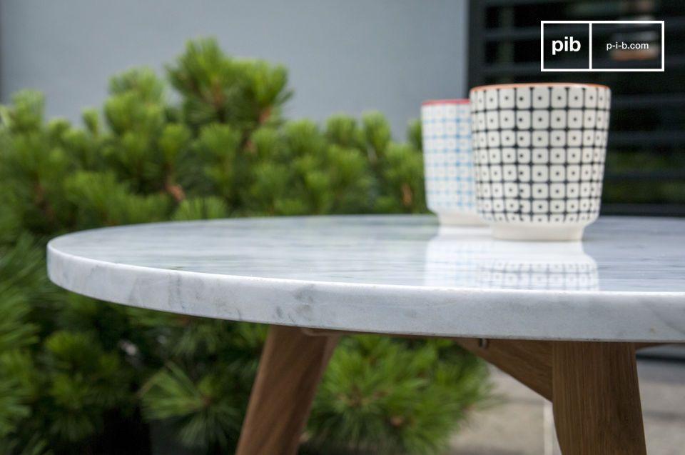 Laat je verleiden door de Scandinavische White Stone salontafel met een retro karakter