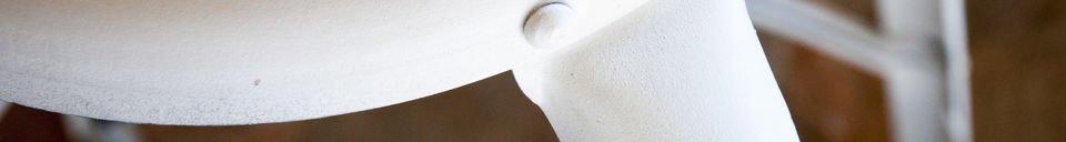 Benadrukte materialen Witte barkruk met klinknagels