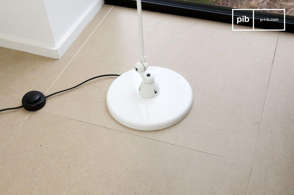 Deze Jieldé Signal lamp is simpel en heeft en prachtige witte afwerking
