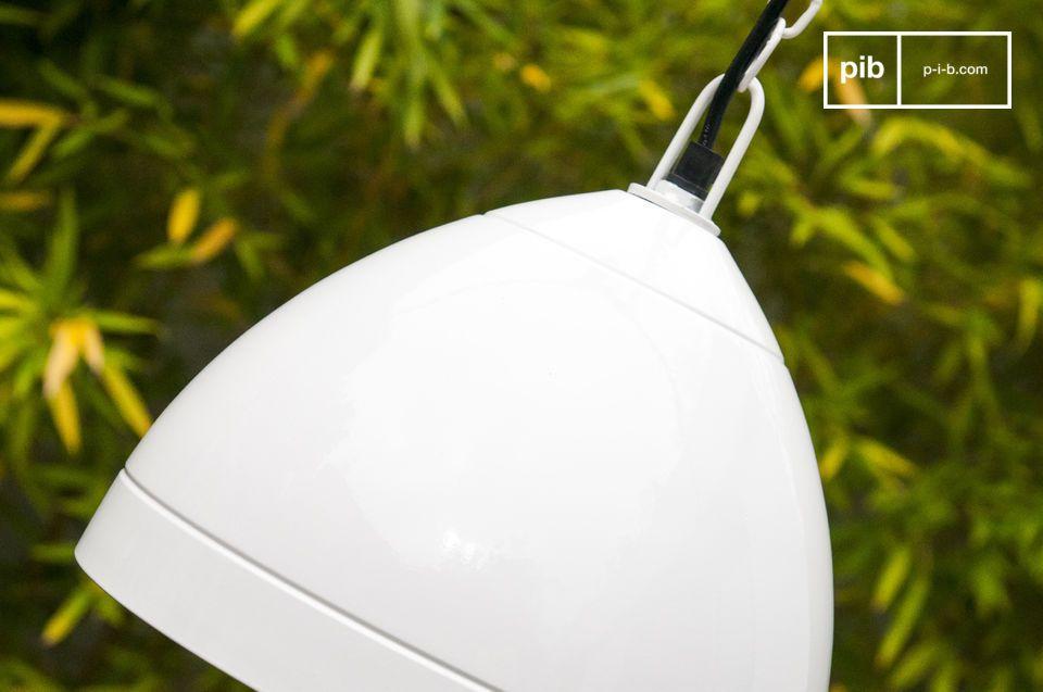 De Këpsta retro hanglamp is een typisch voorbeeld van een Scandinavische lamp en is volledig