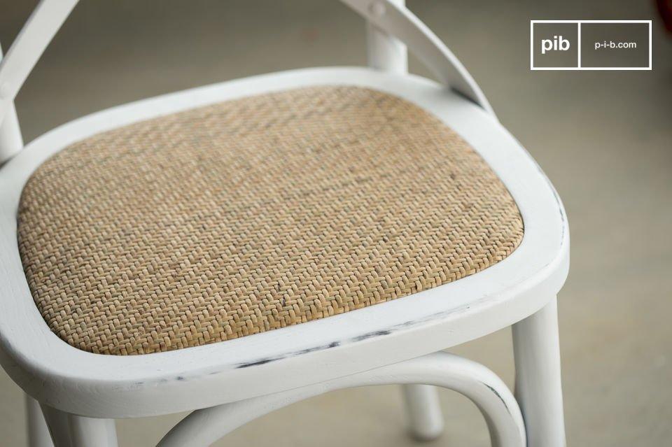 De Pampelune stoel is robuust en dus perfect geschikt voor gebruik in openbare plaatsenDe witte