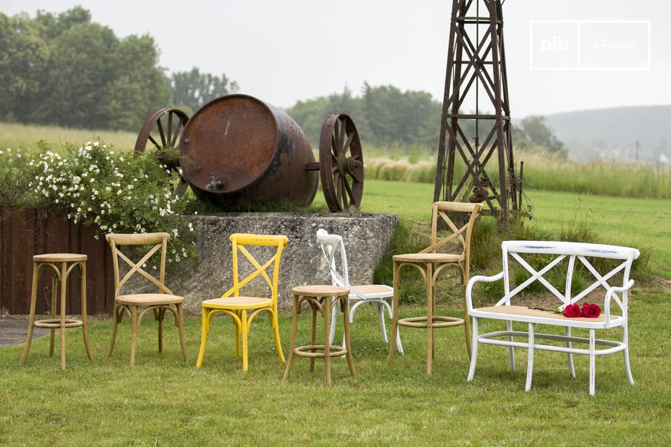 De Pampelune stoel is robuust en dus perfect geschikt voor gebruik in openbare plaatsen  De witte pampelune stoel zal de perfecte aanvulling zijn voor je eettafel terwijl het een helder en origineel tintje aan je interieur toevoegt