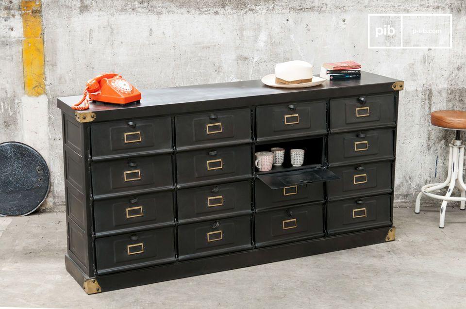 Het meubelstuk is erg praktisch door de grote hoeveelheid opbergruimte