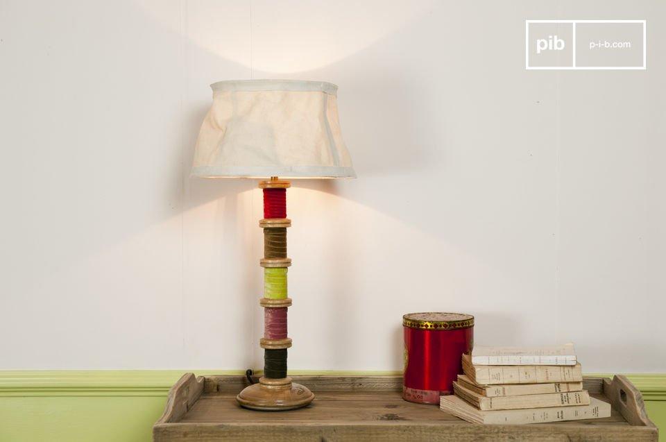 De unieke gerecycled karakter van de zachte Mercery lamp geeft je woonkamer of bijzettafel een speciale touch