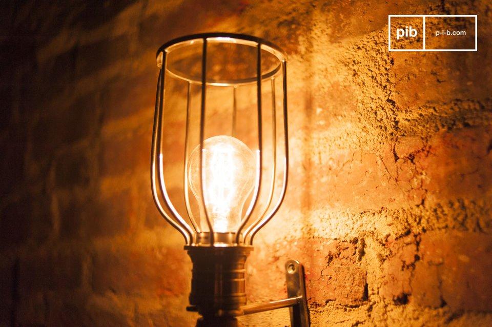 Lamp gemaakt van hout en metaal in vintage stijl met wandhouder