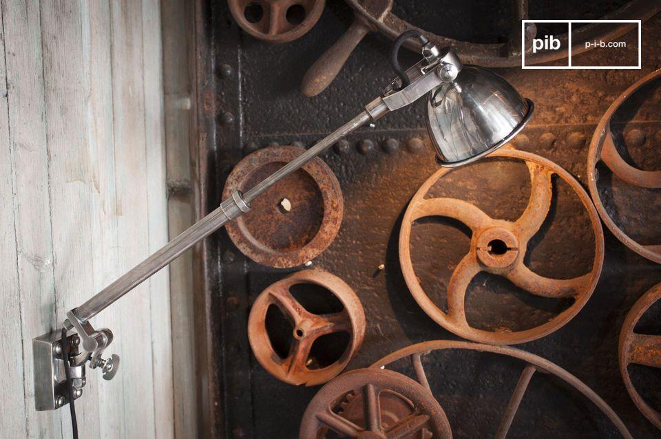 De Zilveren telescopische wandlamp Tuk biedt u alle efficiëntie van een uitschuifbare armatuur