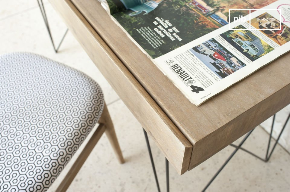 Volledig gemaakt van massief hout en staal, Het Zurich bureau is zeer stevig en zal langdurig gebruik garanderen