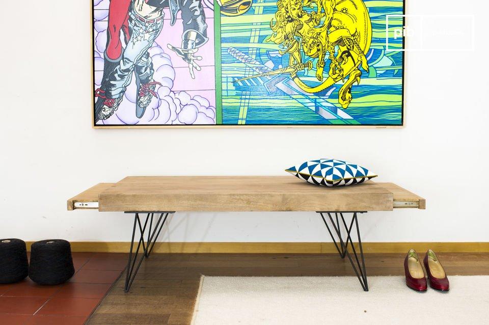 De Zurich salontafel toont een eenvoudig ontwerp welke makkelijk is te integreren in een breed scala aan interieurstijlen dankzij de combinatie van mooi afgewerkte donkere metalen poten in contrast met het lichte hout