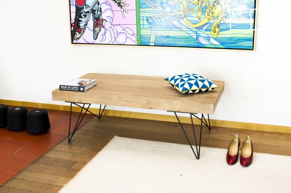 Dankzij twee zijbladen kan de tafel worden uitgebreido om ruimte  te creëren voor gasten