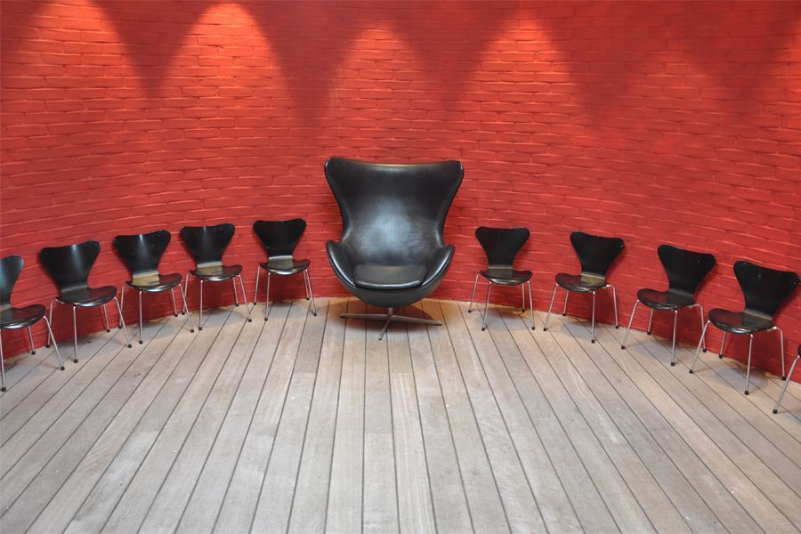 Zwarte stoelen